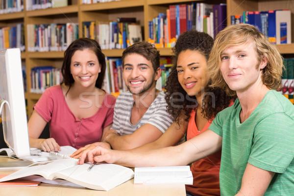 Főiskola diákok számítógéphasználat könyvtár csoport számítógép Stock fotó © wavebreak_media