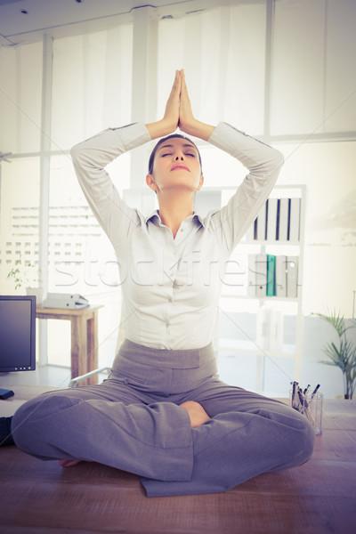 Relajación mujer de negocios oficina relajarse pensando femenino Foto stock © wavebreak_media