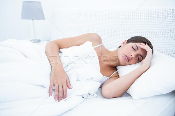 穏やかな 女性 寝 ホーム ベッド 女性 ストックフォト © wavebreak_media