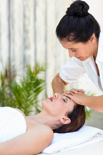 Barna hajú homlok masszázs fürdő hotel női Stock fotó © wavebreak_media