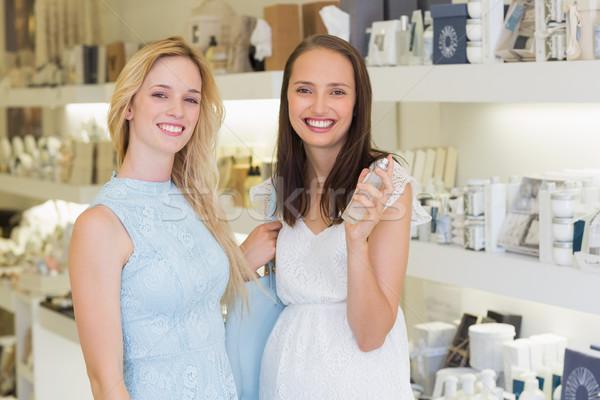 Feliz mulheres sorridente câmera garrafa Foto stock © wavebreak_media