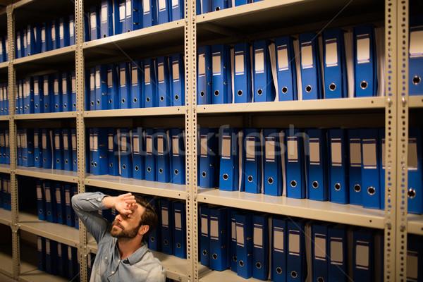 Cansado empresário sessão arquivo prateleiras Foto stock © wavebreak_media
