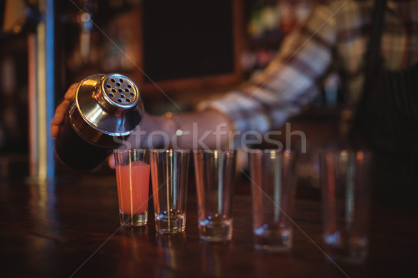 Pincér áramló koktél ital lövés szemüveg Stock fotó © wavebreak_media