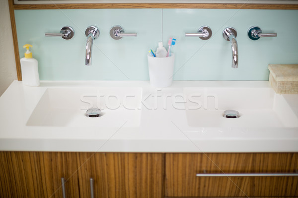 Batmak el yıkamak diş fırçası diş macunu banyo Stok fotoğraf © wavebreak_media