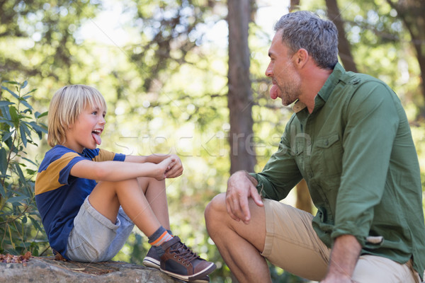 Filho pai fora língua sessão floresta Foto stock © wavebreak_media