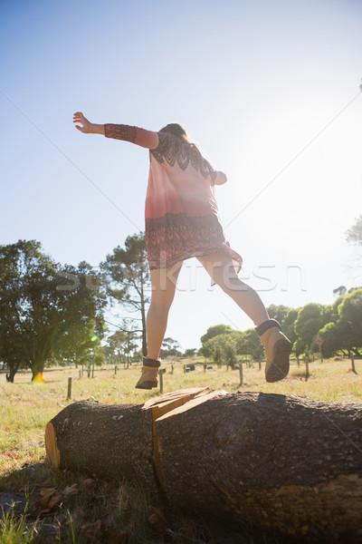 女性 徒歩 木の幹 公園 ツリー ストックフォト © wavebreak_media