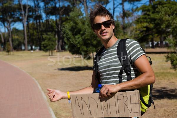 Homem beira da estrada assinar viajar comunicação Foto stock © wavebreak_media