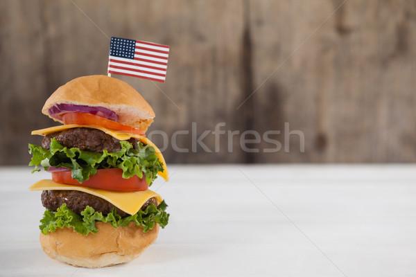 Hamburguesa cuarto primer plano mesa bandera carne Foto stock © wavebreak_media