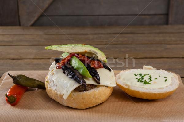 Chilipaprika hamburger vágódeszka közelkép fa kenyér Stock fotó © wavebreak_media