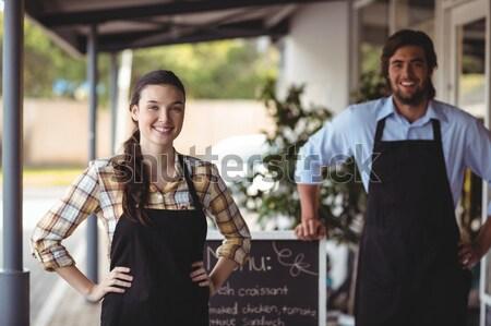 Portré mosolyog fiatal várakozás személyzet tart Stock fotó © wavebreak_media