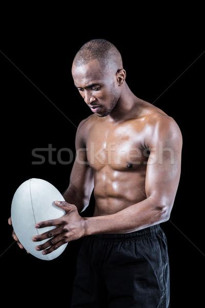 Concentrado sin camisa atleta mirando hacia abajo rugby Foto stock © wavebreak_media