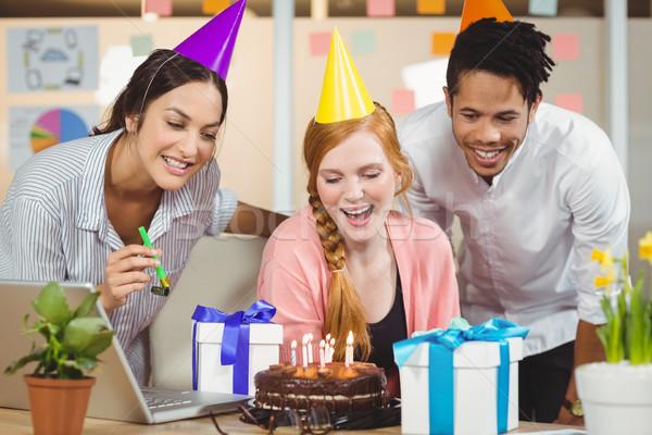 Empresária aniversário colegas feliz escritório Foto stock © wavebreak_media