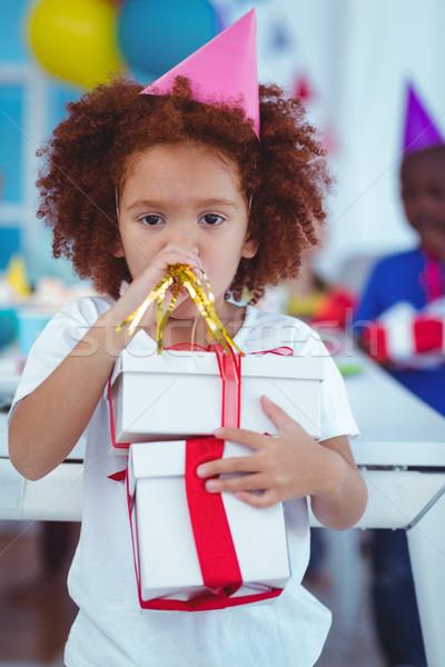 Mutlu çocuklar doğum günü partisi açmak hediyeler gıda Stok fotoğraf © wavebreak_media