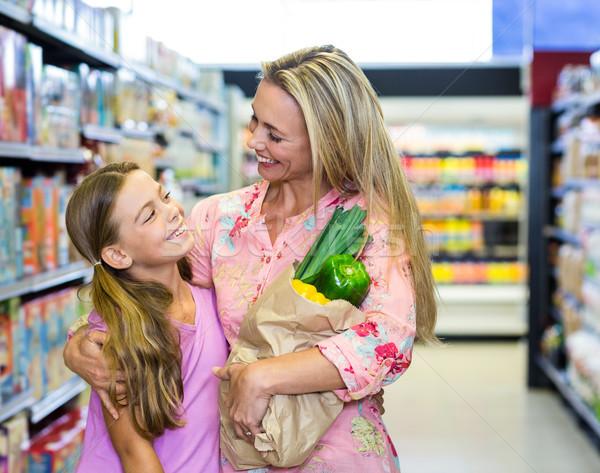 Glimlachend moeder dochter kruidenier zak supermarkt Stockfoto © wavebreak_media