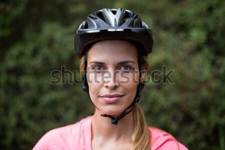 Kadın bisiklete binme kask ahşap ağaç uygunluk Stok fotoğraf © wavebreak_media