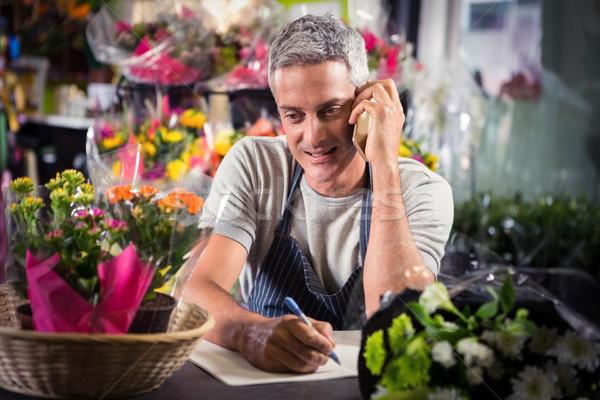 Mannelijke bloemist om mobiele telefoon Stockfoto © wavebreak_media