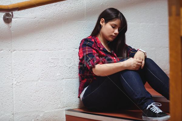 Alterar femenino estudiante sesión escalera universidad Foto stock © wavebreak_media