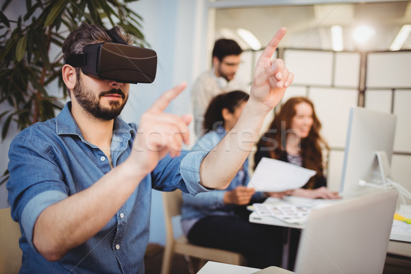 Creative бизнесмен виртуальный реальность гарнитура Сток-фото © wavebreak_media