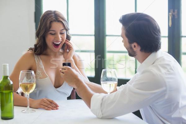 Homem mulher anel restaurante sorrir feliz Foto stock © wavebreak_media