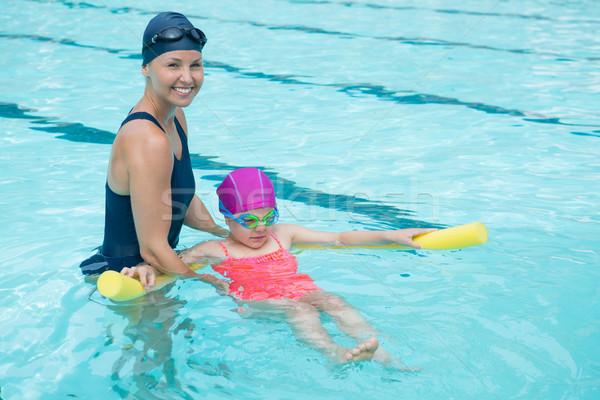 Weiblichen Ausbilder Ausbildung junge Mädchen Pool Frau Stock foto © wavebreak_media