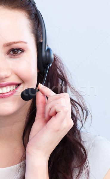 Portret uśmiechnięty atrakcyjna kobieta zestawu mówić biuro Zdjęcia stock © wavebreak_media