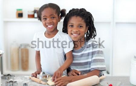 Adorável irmão irmã cozinhar biscoitos cozinha Foto stock © wavebreak_media