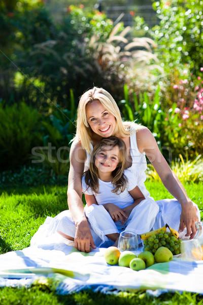 Moeder dochter picknick park meisje glimlach Stockfoto © wavebreak_media
