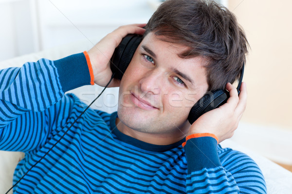 человека прослушивании музыку наушники Жилье Сток-фото © wavebreak_media