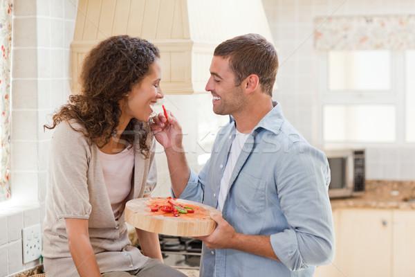 Hombre esposa cocina casa feliz Foto stock © wavebreak_media