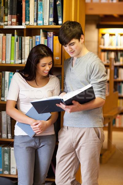 Portre genç Öğrenciler okuma kitap kütüphane Stok fotoğraf © wavebreak_media