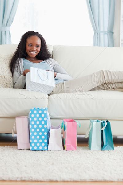 улыбающаяся женщина момент торговых улыбка Сток-фото © wavebreak_media