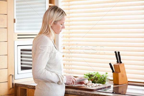 Photo stock: Vue · de · côté · jeune · femme · ingrédients · salade · cuisine