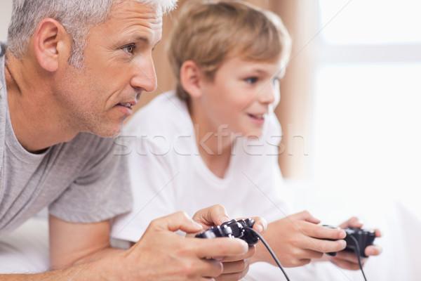 отец играет Видеоигры молодые сын спальня Сток-фото © wavebreak_media
