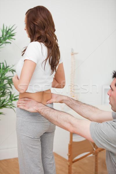 Mujer pie médico tocar atrás habitación Foto stock © wavebreak_media