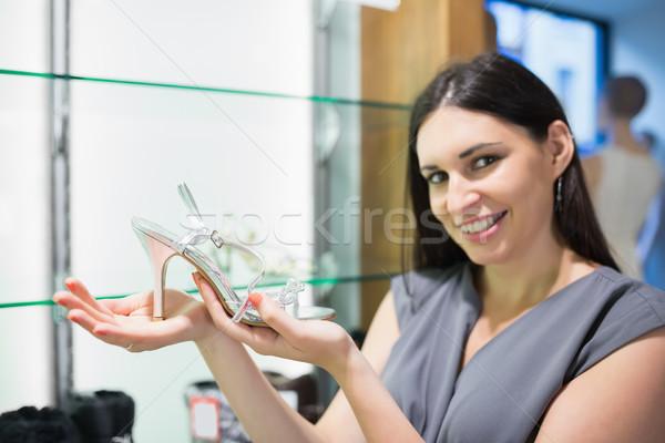 Nő tart cipő mosolygó nő mosolyog boldog Stock fotó © wavebreak_media