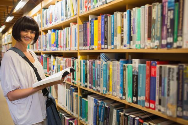 женщину библиотека рабочих чтение Сток-фото © wavebreak_media