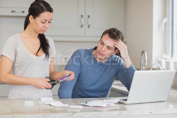Feleség vág felfelé hitelkártya férj néz Stock fotó © wavebreak_media