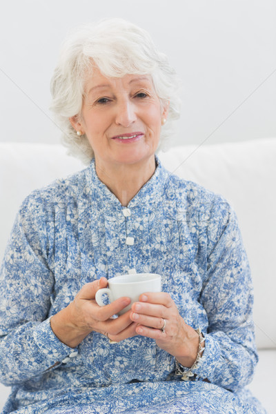пожилого женщину глядя камеры диван Сток-фото © wavebreak_media