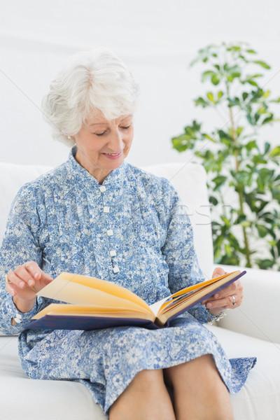 Yaşlı mutlu kadın bakıyor aile albüm Stok fotoğraf © wavebreak_media