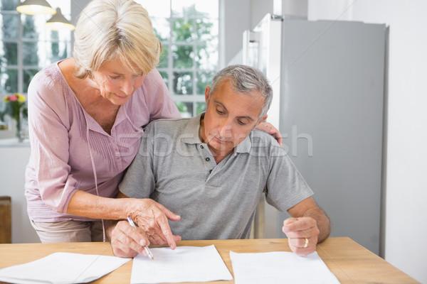 Eş imzalamak koca mutfak kâğıt Stok fotoğraf © wavebreak_media
