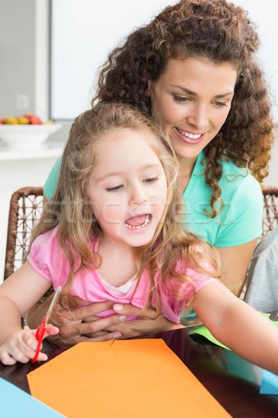 Vrolijk meisje arts ambachten moeder tabel Stockfoto © wavebreak_media
