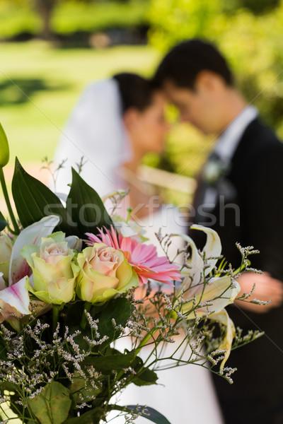 Bukiet zamazany nowożeńcy para parku Zdjęcia stock © wavebreak_media