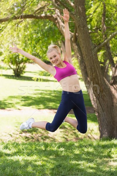 Donna abbigliamento sportivo jumping parco sani Foto d'archivio © wavebreak_media