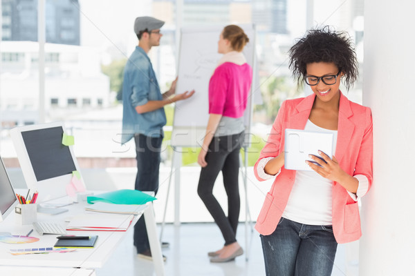 Artista digitale tablet colleghi ufficio casuale Foto d'archivio © wavebreak_media