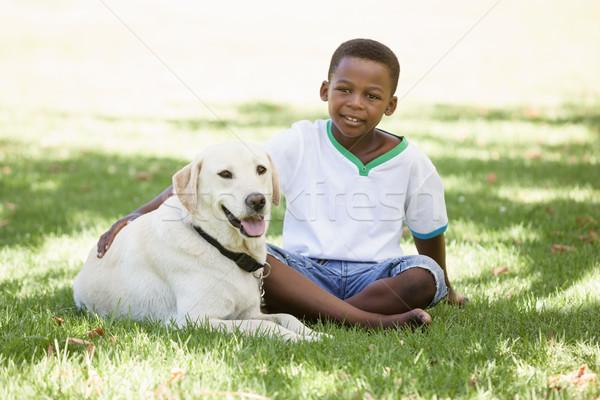 Cute weinig jongen vergadering labrador hond Stockfoto © wavebreak_media