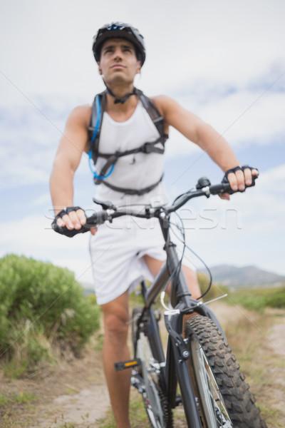 Moço mountain bike ver estrada Foto stock © wavebreak_media
