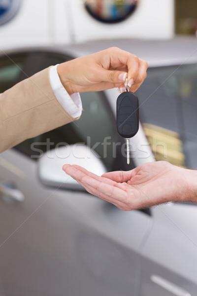 üzletasszony slusszkulcs boldog vásárló új autó bemutatóterem Stock fotó © wavebreak_media
