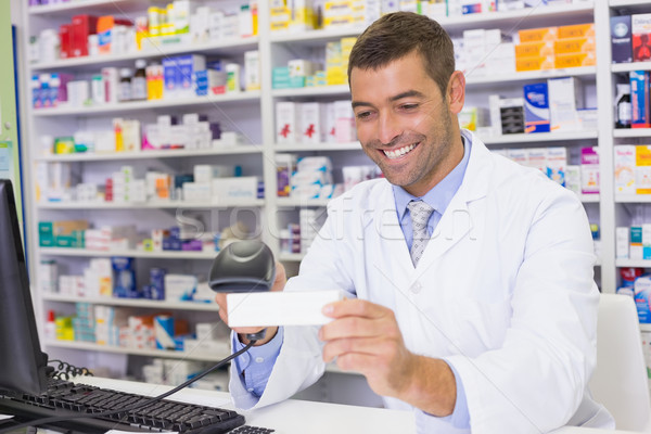 Bonito farmacêutico medicina caixa hospital farmácia Foto stock © wavebreak_media