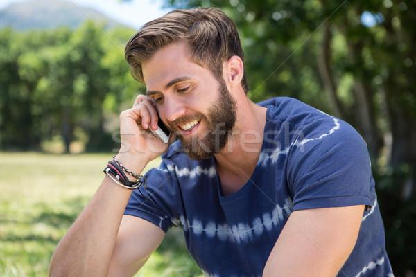 Jóképű hipszter telefon park férfi boldog Stock fotó © wavebreak_media
