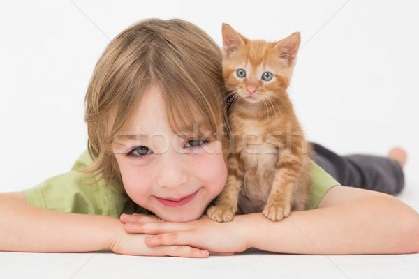 Nino gatito blanco retrato amor sonriendo Foto stock © wavebreak_media